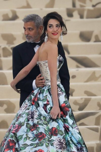 George Clooney, Amal Clooney at arrivals for Heavenly Bodies: Fashion and the Catholic Imagination Met Gala Costume Institute Annual Benefit - Part 1, Metropolitan Museum of Art, New York, NY May 7, 2018. Photo By: Rob Kim/Everett Collection For usage credit please use Rob Kim/Everett Collection ACHTUNG AUFNAHMEDATUM GESCHÄTZT PUBLICATIONxINxGERxSUIxAUTxONLY Copyright: xRobxKim/EverettxCollectionx 1807M02 KM043