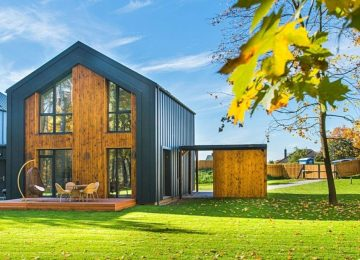 beautiful-wooden-houses-with-lawns-1643389