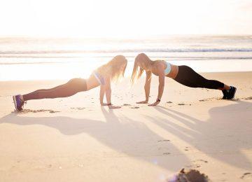 2 women plank
